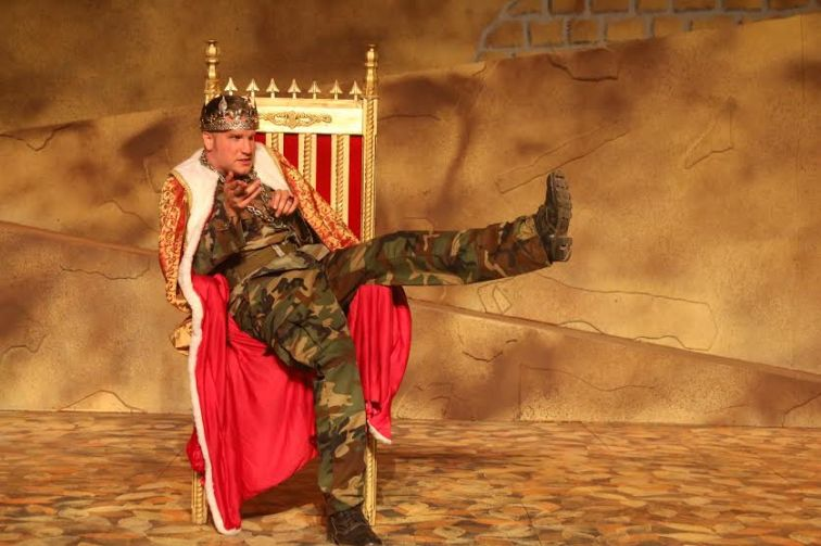 Aidan O'Reilly as Richard III at Marin Shakespeare Company. Photo Credit: Marin Shakespeare Comopany. Photo Credit: Lori A. Cheung.