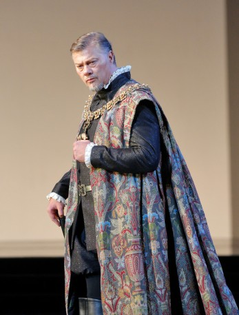 René Pape excels both dramatically and musically in the psychologically complex role of Philip II.